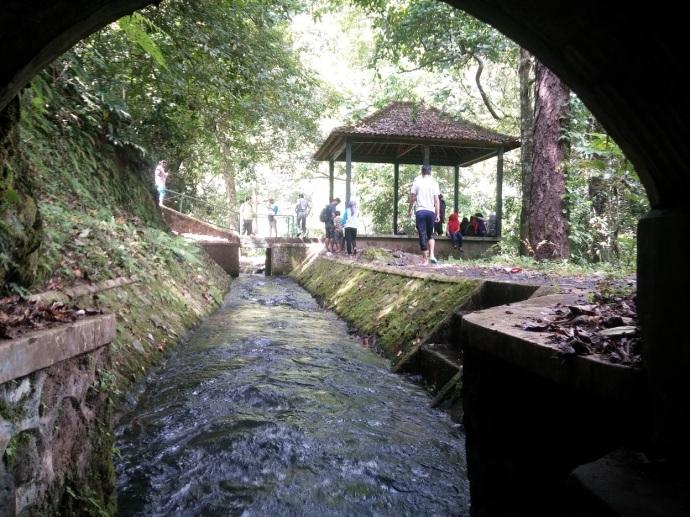 Tempat Tembus Terowongan Air, di Pertigaan Tiu Kelep-Sendang Gile