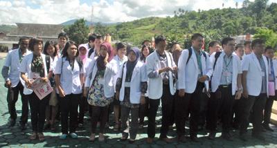 Alex-Jubi-102-Dokter-PTT-Yang-Akan-Ditugaskan-Ke-Daerah-Terpencil1