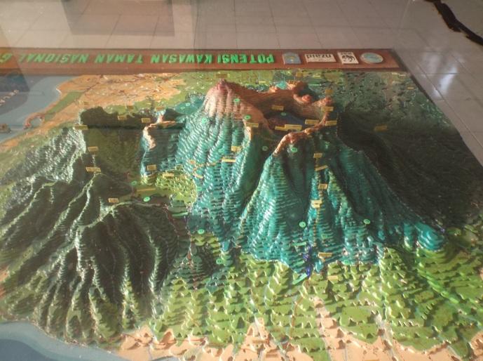 Maket peta topografi gunung RInjani, bisa dilihat di Kantor TNGR