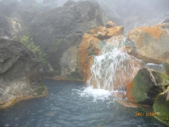 Kolam air panas di dekat danau Segara Anak