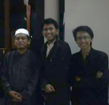 Berfoto dengan ust. Abdul Aziz Abdur Rauf pagi hari setelah QL terakhir, tahun 2011