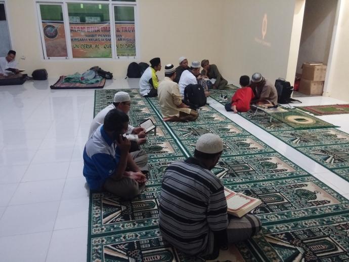 Suasana i'tikaf di masjid khairu ummah