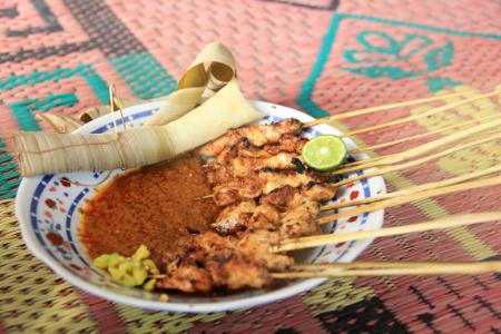 Sate Bulayak. Sumber gambar: http://www.indonesiakaya.com/kanal/foto-detail/sate-bulayak-sate-andalan-warga-lombok